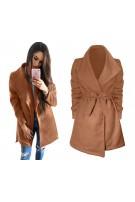 Klasyczny płaszcz z paskiem