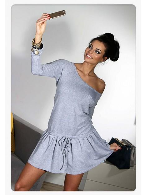 Rozkloszowana mini sukienka z troczkiem i kieszonką
