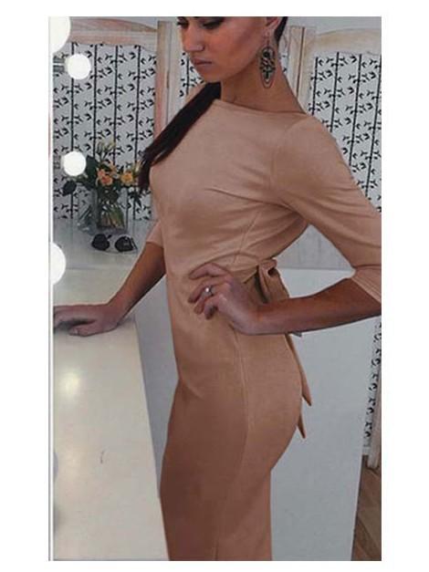 Sukienka z oryginalnym dekoltem na plecach i kokardą