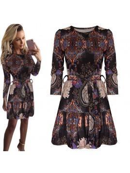 Rozkloszowana sukienka z falbaną