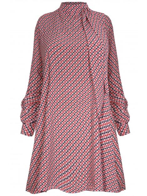 Mini sukienka w modne wzory
