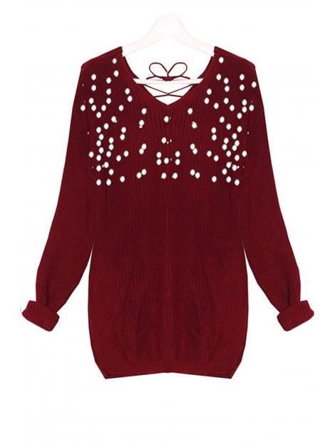 Sweterek z dekoltem ozdobionym perełkami