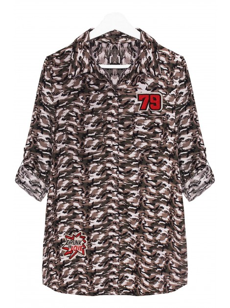 Koszula moro z modnymi naszywkami