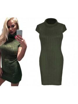 Dopasowana mini sukienka sweterkowa z golfem
