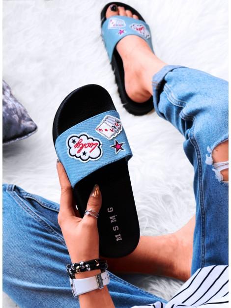 Jeansowe klapki z naszywkami